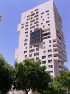Apartamento En Venta En Maracaibo, Avenida Bella Vista, Venezuela, VE RAH: 15-12404