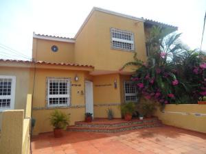 Townhouse En Venta En Maracaibo, Santa Fe, Venezuela, VE RAH: 15-12837