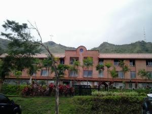 Apartamento En Venta En Valencia, Trigal Norte, Venezuela, VE RAH: 15-12888