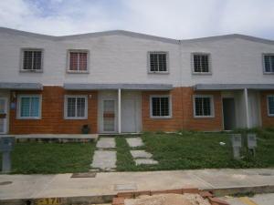 Townhouse En Venta En Valencia, Flor Amarillo, Venezuela, VE RAH: 15-12946