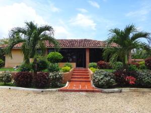 Casa En Venta En Valencia, Safari Country Club, Venezuela, VE RAH: 15-13189