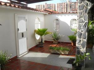 Casa En Venta En Maracay, Fundacion Mendoza, Venezuela, VE RAH: 15-13024