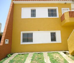 Townhouse En Venta En Tucacas, Tucacas, Venezuela, VE RAH: 15-13080