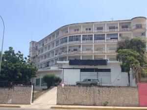 Apartamento En Venta En Parroquia Caraballeda, Palmar Este, Venezuela, VE RAH: 15-13098