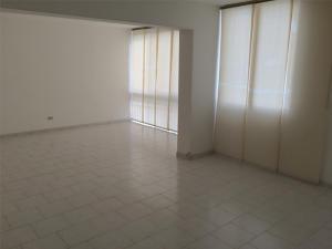 Apartamento En Venta En Caracas - La Trinidad Código FLEX: 15-13239 No.1