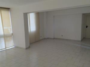 Apartamento En Venta En Caracas - La Trinidad Código FLEX: 15-13239 No.2