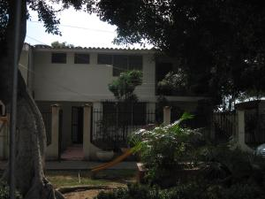 Casa En Venta En Maracaibo, Avenida Goajira, Venezuela, VE RAH: 15-13275