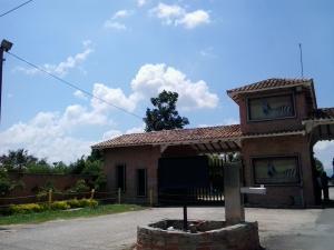 Casa En Venta En Valencia, Safari Country Club, Venezuela, VE RAH: 15-13355