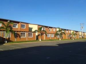 Apartamento En Venta En Higuerote, Conjunto Residencial Costa Grande Ii, Venezuela, VE RAH: 15-13381
