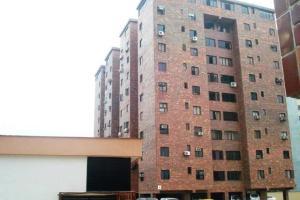 Apartamento En Venta En Valencia, Trigal Norte, Venezuela, VE RAH: 15-13404
