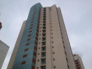 Apartamento En Venta En Maracaibo, Avenida El Milagro, Venezuela, VE RAH: 15-13450