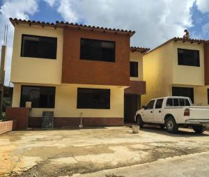 Casa En Venta En Caracas, Lomas De Monte Claro, Venezuela, VE RAH: 15-13464