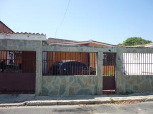 Casa En Venta En Municipio Los Guayos, Paraparal, Venezuela, VE RAH: 15-13494