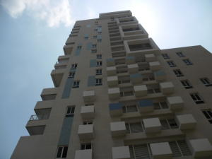 Apartamento En Venta En Maracaibo, Avenida Bella Vista, Venezuela, VE RAH: 15-13585
