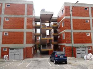 Apartamento En Venta En Guarenas, Guarenas, Venezuela, VE RAH: 15-13725