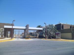 Townhouse En Venta En Punto Fijo, El Cardon, Venezuela, VE RAH: 15-13756