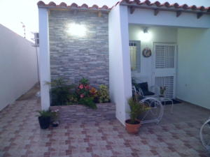 Casa En Venta En Punto Fijo, Guanadito, Venezuela, VE RAH: 15-13869