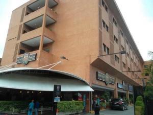 Local Comercial En Venta En Caracas, La Boyera, Venezuela, VE RAH: 15-13939