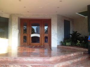 Apartamento En Venta En Maracaibo, Avenida El Milagro, Venezuela, VE RAH: 15-14021