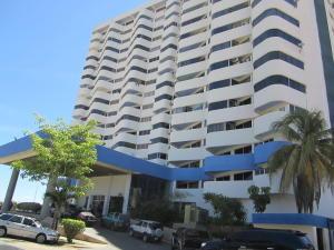 Apartamento En Venta En Margarita, Costa Azul, Venezuela, VE RAH: 15-14135