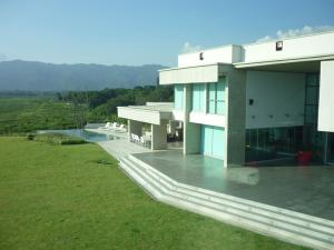 Casa En Venta En Valencia, Guataparo Country Club, Venezuela, VE RAH: 15-14229