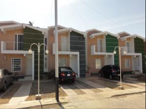 Townhouse En Venta En Punto Fijo, Puerta Maraven, Venezuela, VE RAH: 15-14186