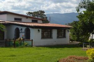 Casa En Venta En Valencia, Guataparo, Venezuela, VE RAH: 15-14266
