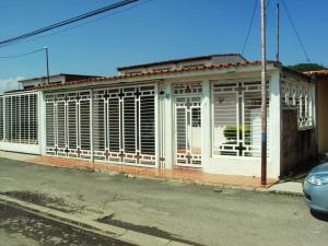 Casa En Venta En Maracay, La Morita, Venezuela, VE RAH: 15-14383