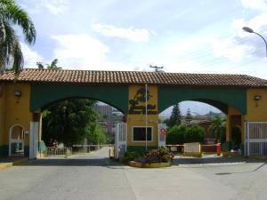 Casa En Venta En Guatire, Country Club Buena Ventura, Venezuela, VE RAH: 15-14388