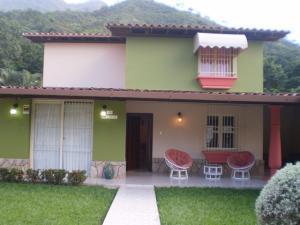 Casa En Venta En Maracay, El Castaño, Venezuela, VE RAH: 15-14480