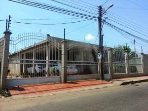 Casa En Venta En Ciudad Ojeda, Avenida Vargas, Venezuela, VE RAH: 15-14542