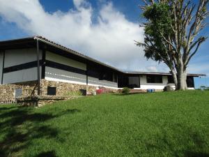 Casa En Venta En Carrizal, Llano Alto, Venezuela, VE RAH: 15-14626