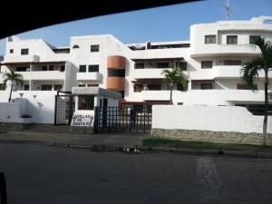 Apartamento En Venta En Higuerote, Puerto Encantado, Venezuela, VE RAH: 15-14679