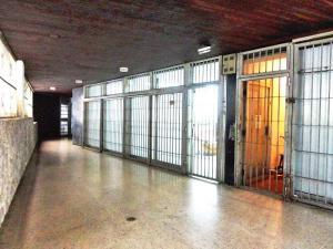 Galpon - Deposito En Venta En Caracas, El Bosque, Venezuela, VE RAH: 15-14747