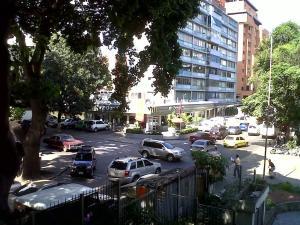 Apartamento En Venta En Caracas, Los Chaguaramos, Venezuela, VE RAH: 15-14846