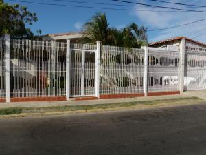 Casa En Venta En Punto Fijo, Judibana, Venezuela, VE RAH: 15-14871