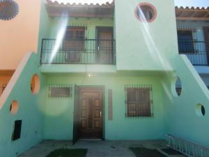 Townhouse En Ventaen Chichiriviche, Flamingo, Venezuela, VE RAH: 15-14914