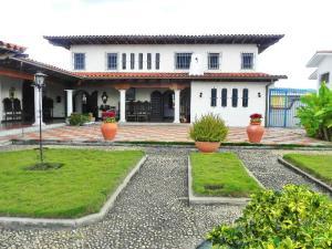 Casa En Venta En Caracas, Cumbres De Curumo, Venezuela, VE RAH: 15-14944