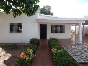Casa En Venta En Ciudad Bolivar, Av La Paragua, Venezuela, VE RAH: 15-15057