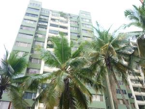 Apartamento En Venta En Valencia, Las Chimeneas, Venezuela, VE RAH: 15-15207