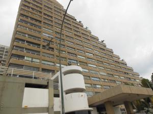 Apartamento En Alquiler En Catia La Mar, Playa Grande, Venezuela, VE RAH: 15-15804