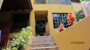 Casa En Venta En Caracas - Chuao Código FLEX: 15-15395 No.2