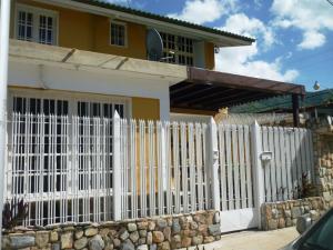 Casa En Venta En Turmero, Valle Fresco, Venezuela, VE RAH: 15-15442