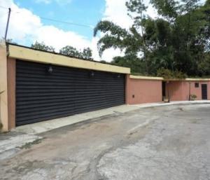 Casa En Venta En Guarenas, Santiago De Leon, Venezuela, VE RAH: 15-15448