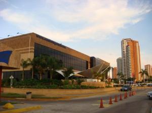 Local Comercial En Venta En Maracaibo, Avenida El Milagro, Venezuela, VE RAH: 15-15637