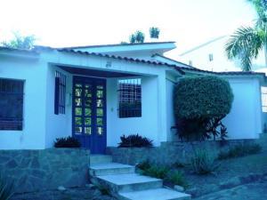 Casa En Venta En Maracay, El Castaño (Zona Privada), Venezuela, VE RAH: 15-15655