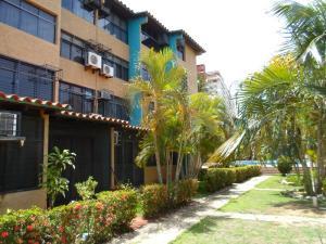 Apartamento En Venta En Margarita, Porlamar, Venezuela, VE RAH: 15-15702