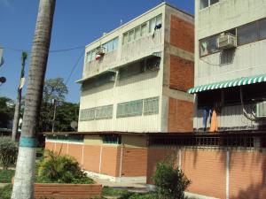 Apartamento En Venta En Santa Cruz De Aragua, Residencias Santa Cruz, Venezuela, VE RAH: 15-15721