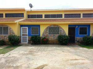 Townhouse En Venta En Chichiriviche, Flamingo, Venezuela, VE RAH: 15-15738