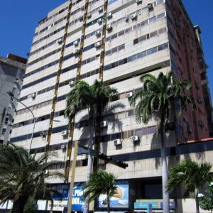 Apartamento En Venta En Margarita, Avenida 4 De Mayo, Venezuela, VE RAH: 15-15920